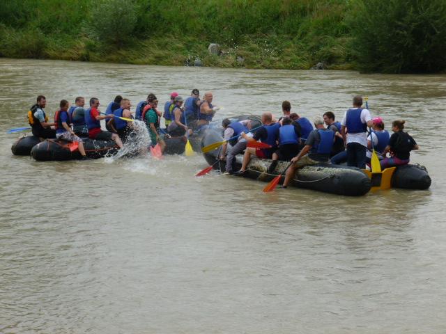 Auf unseren Booten hab en bis zu 12 Personen Platz.