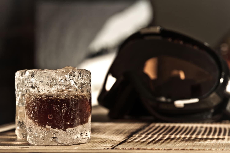 Drinks on Ice im Iglu