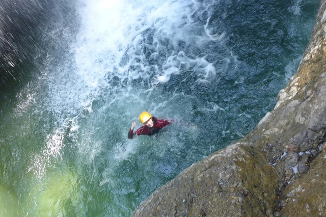 Canyoning für Einsteiger bietet eine Rutsche ...