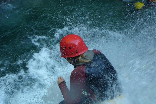 Canyoningtouren finden jährlich von Mitte April ...
