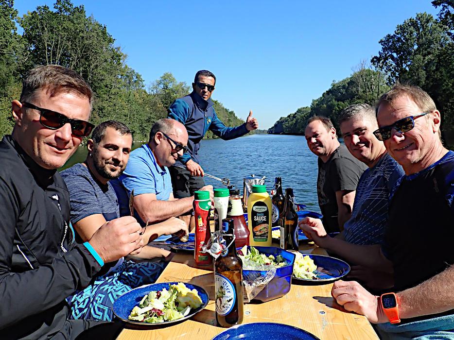 Flossfahrt Donau-Grillboot
